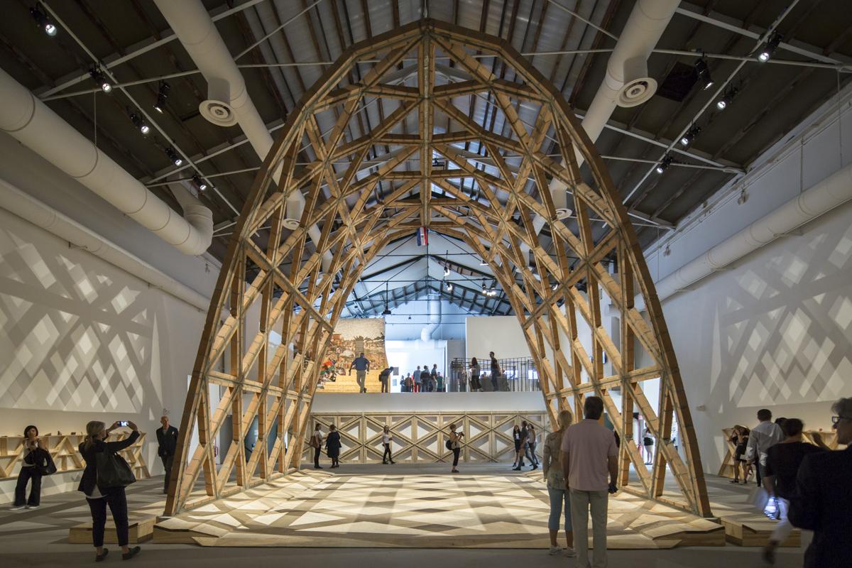 'Breaking The Siege', la propuesta de Gabinete de Arquitectura elegida ganadora del León de Oro en la Muestra Internacional de la Bienal de Venecia 2016. Image © Laurian Ghinitoiu